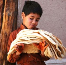 boy-with-breads